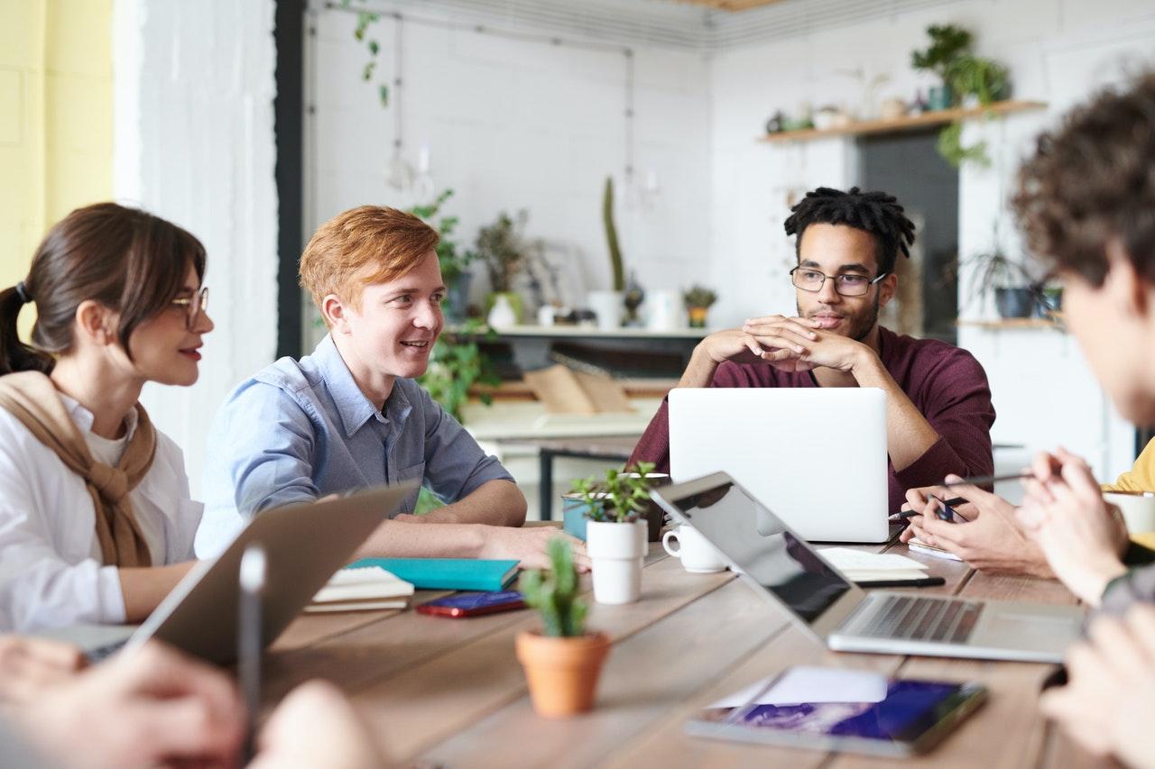 Aufbau des B2B Vertriebs durch Headhunting und Recruiting